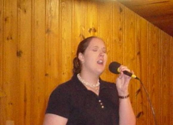 Beth sings